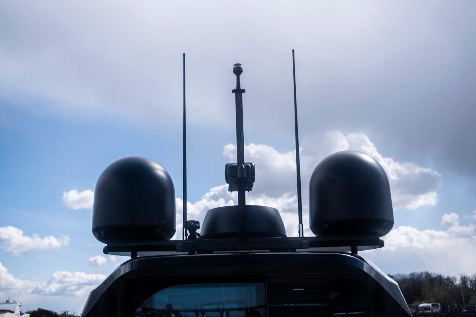 Спутниковая антенна Raymarine Satellite 45 STV + усилитель